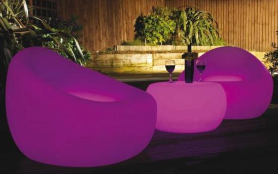 Fauteuil led party sofa assis sur un puit de lumi re for Puit de lumiere led