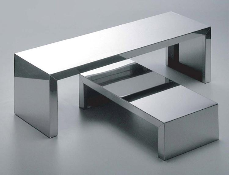 table basse en inox aux lignes pur es meuble deco. Black Bedroom Furniture Sets. Home Design Ideas