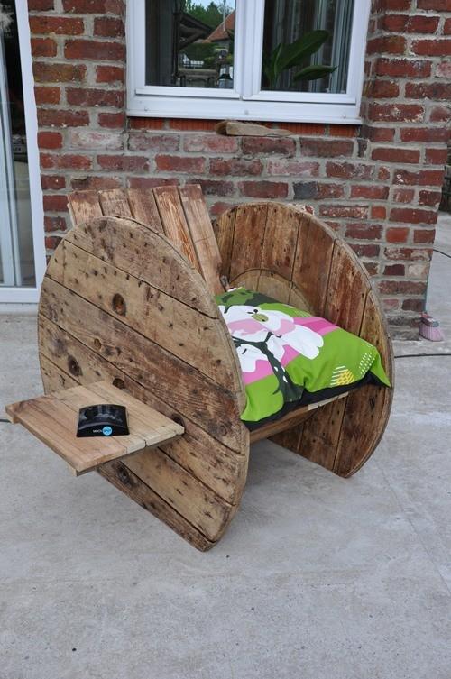 Fauteuil touret upcycling design le blog d co tendency - Decoration de noel avec objet de recuperation ...