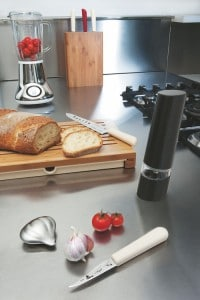 imgzoom Tonga Moulin a poivre electrique Alessi refrs10b1 200x300 - imgzoom-Tonga--Moulin-a-poivre-electrique-Alessi-refrs10b[1]