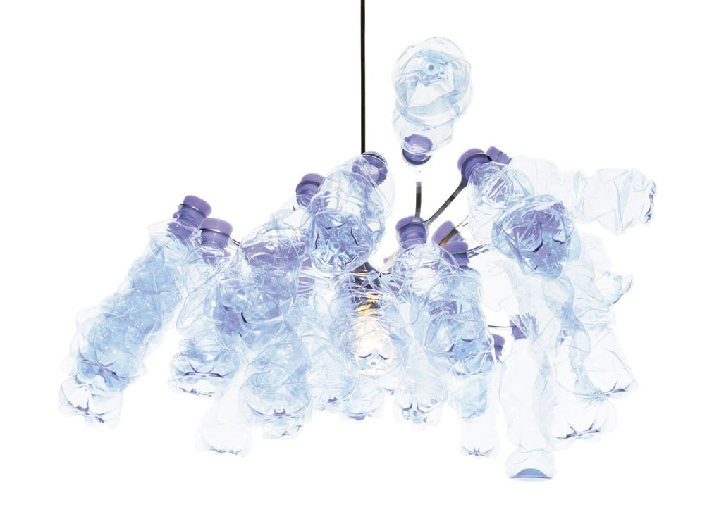 P.E.T. Light 33 lustre recycle bouteilles walking things