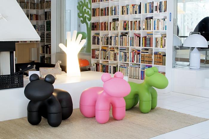 Les sculptures Pony by Eero Aarnio