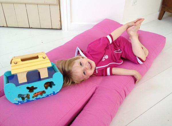 Baby hippo un fauteuil hyper malin qui se transforme en lit for Meuble qui se transforme