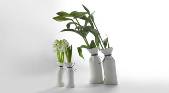 Sack le vase by kiki van eijk deco tendency for Gros objet deco