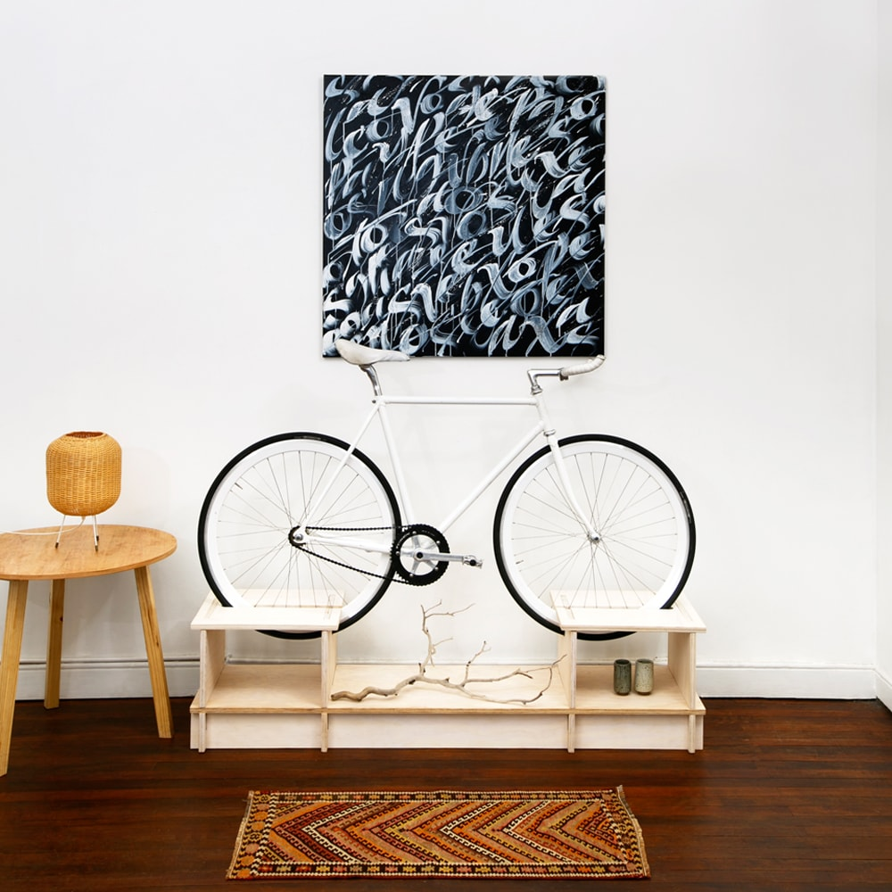 chol1 des meubles design pour ranger votre v lo. Black Bedroom Furniture Sets. Home Design Ideas