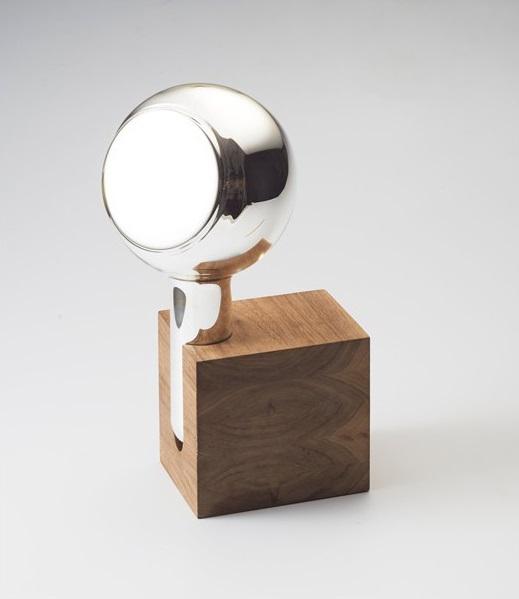 Th manufacture art de vivre et savoir faire pour le design for Miroir tripod