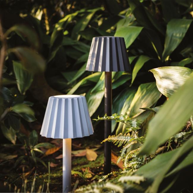 lampe butler delta light s associe au designer arik levy. Black Bedroom Furniture Sets. Home Design Ideas