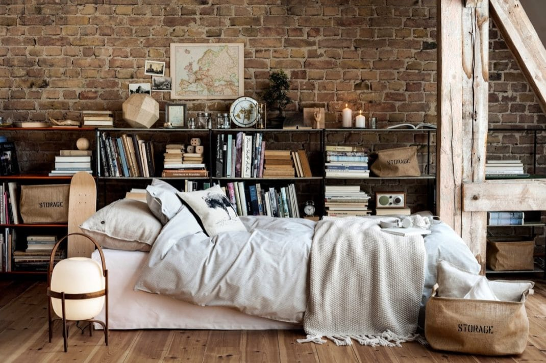 décorer les murs d'une chambre briques apparentes