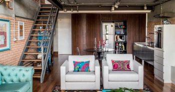 bois et lumi re pour sublimer cet apparemment sous les toits. Black Bedroom Furniture Sets. Home Design Ideas