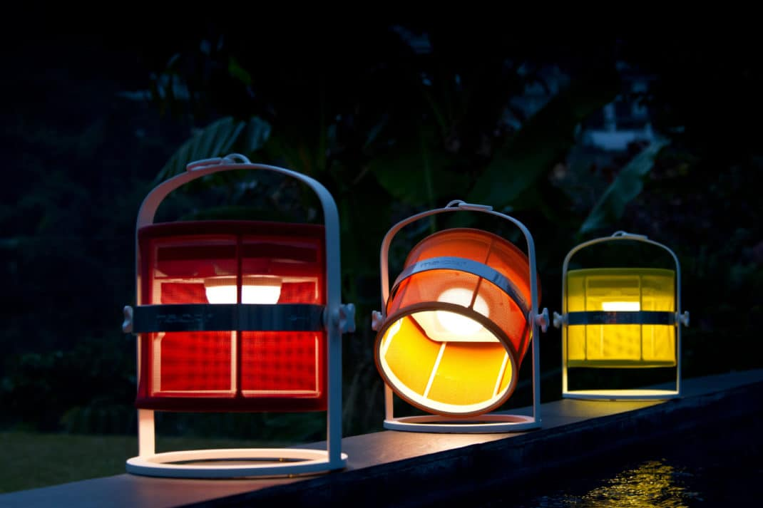 Lampe solaire trois mod les design sign s maiori for Petite lampe exterieur