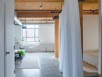 Studio AC imagine une chambre surprenante drapée de blanc 5 356x267 - Studio AC imagine une chambre surprenante drapée de blanc