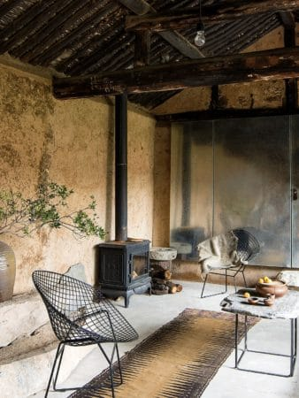 Rénover une ruine pour en faire une maison moderne et confortable 5 338x450 - Rénover une ruine pour en faire une maison moderne et confortable 5