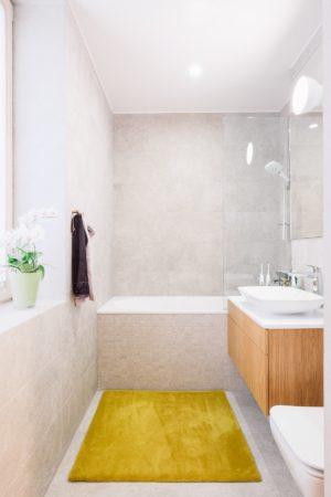 Ines Käärma nous dévoile une maison minimaliste aux accents bleus et jaunes 13 300x450 - Ines Käärma nous dévoile une maison minimaliste aux accents bleus et jaunes 13