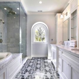 Comment décorer une petite salle de bain