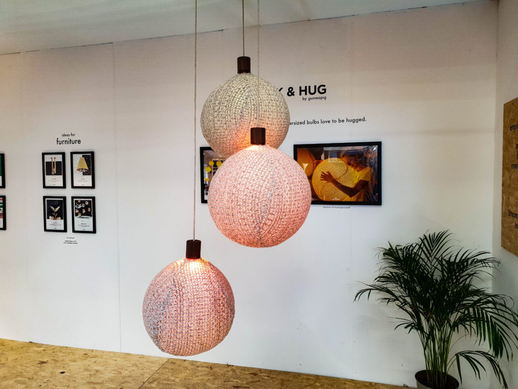 100% Design-15 suspensions Guineaping de Pluck & Hug