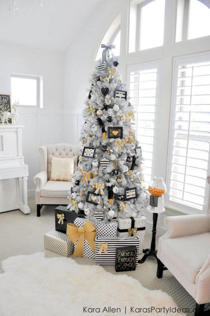 Décorations de sapins de Noëlnoir et blanc