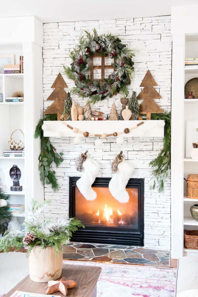 Décorer sa cheminée à Noël le blanc