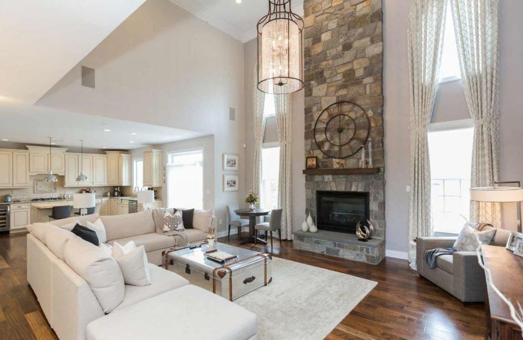 Utilisez des tapis pour décorer un appartement ouvert