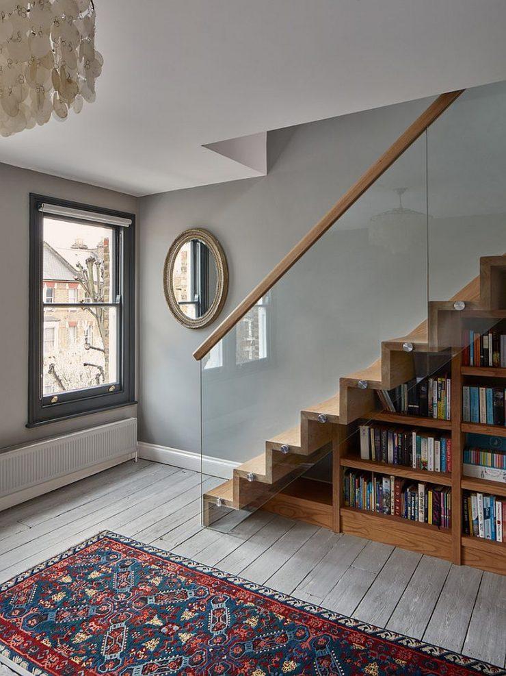 Utiliser l'espace sous l'escalier pour du rangement 4