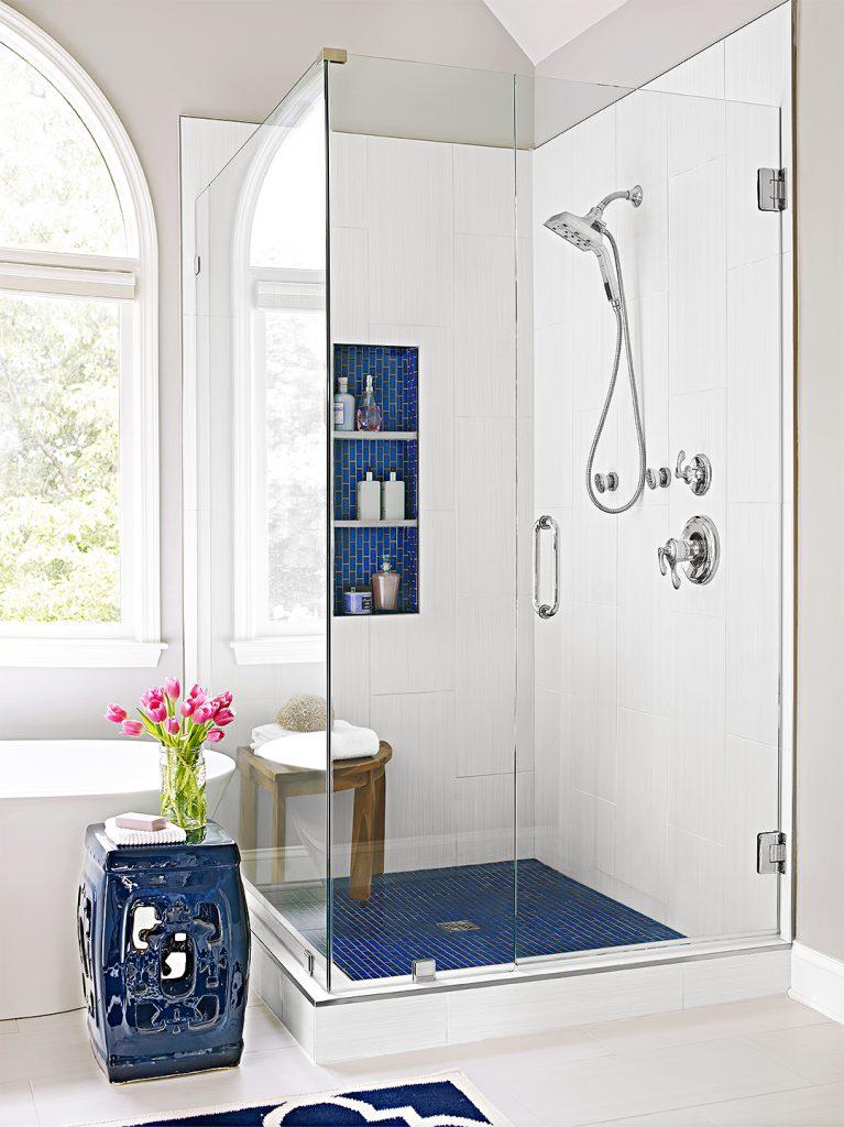 Un banc de douche simple