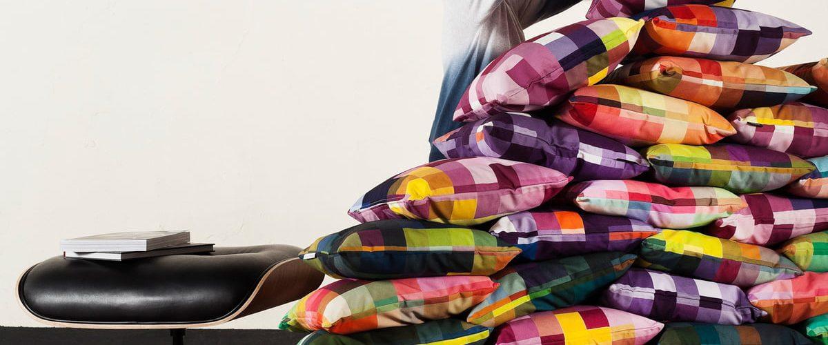 5 coussins décoratifs à installer chez vous